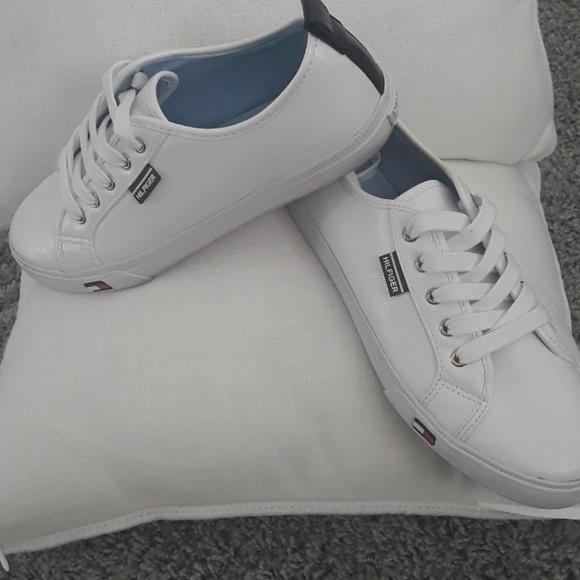 923584f4 LIKE NEW Tommy Hilfiger White Sneakers. M_5a903bcea6e3eaa94f8b7fef